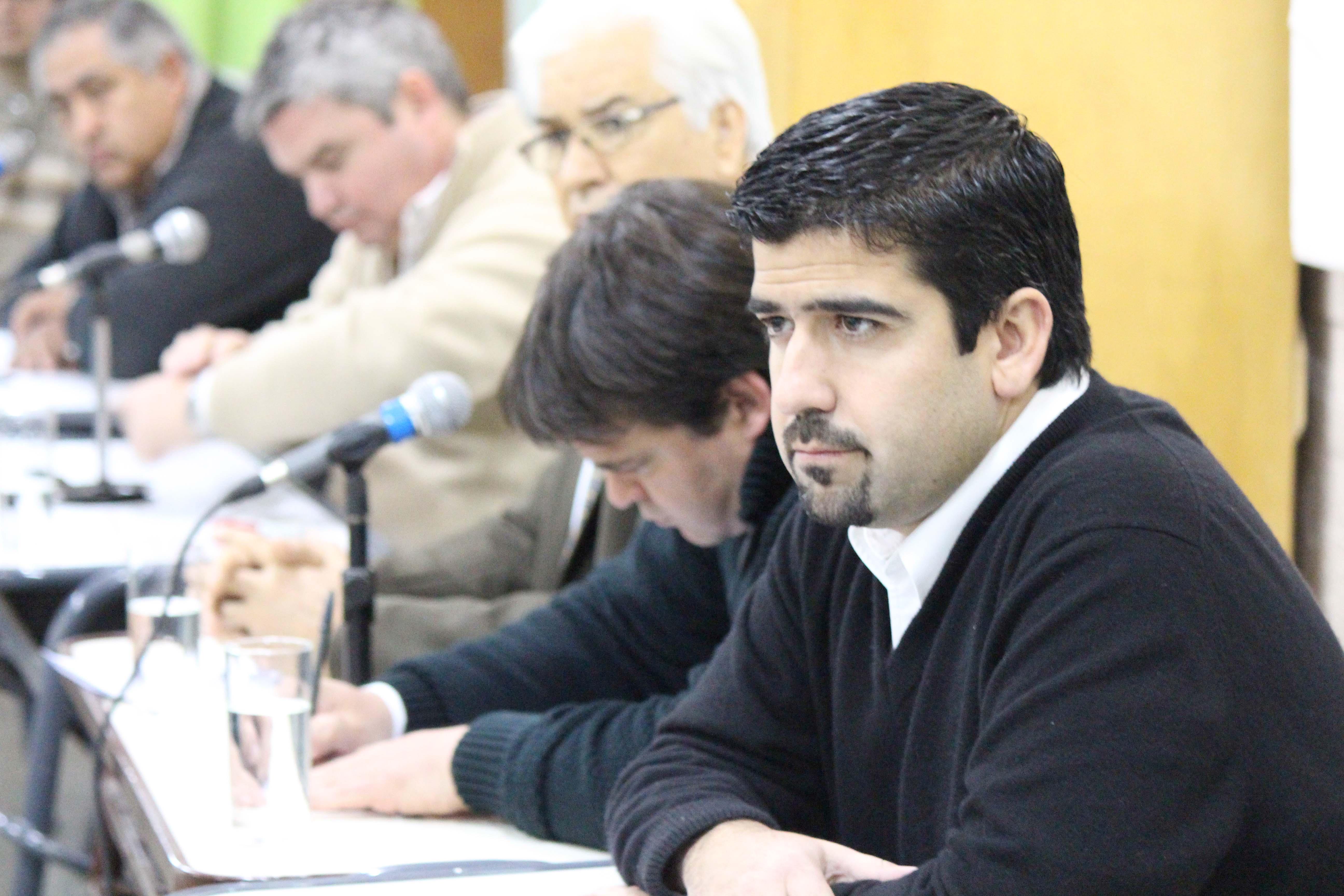 Preocupación por el Agua que toman los Alvearenses, Pablo Longo (UCR) se reune con uniones vecinales para conocer la situación