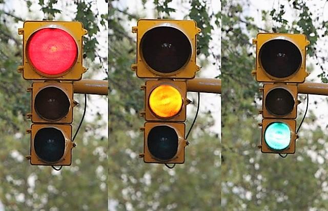Piden calibrar semáforos que funcionan de forma incorrecta