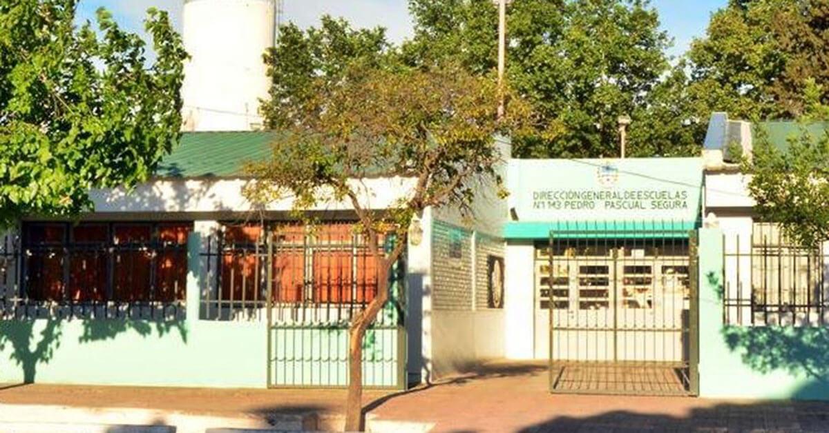 """La Escuela N° 1-143 """"Pedro Pascual Segura"""" hoy celebra su Centenario de Vida Institucional."""